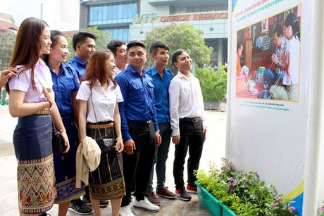 TP.HCM trien lam anh tinh doan ket Viet - Lao - Anh 6