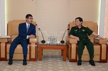 Bo truong Ngo Xuan Lich tiep Co van dac biet cua Thu tuong Nhat Ban - Anh 1