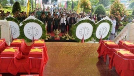 Kien Giang truy dieu va an tang 51 hai cot liet si - Anh 1