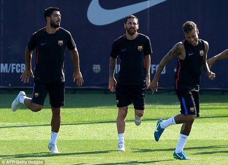 Messi tro lai tap luyen chuan bi cho tran doi no Juve - Anh 1