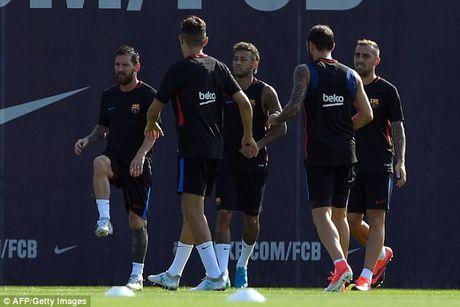 Messi tro lai tap luyen chuan bi cho tran doi no Juve - Anh 3