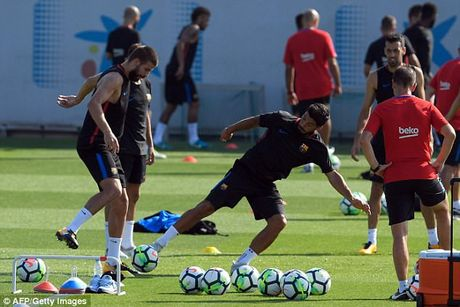 Messi tro lai tap luyen chuan bi cho tran doi no Juve - Anh 8