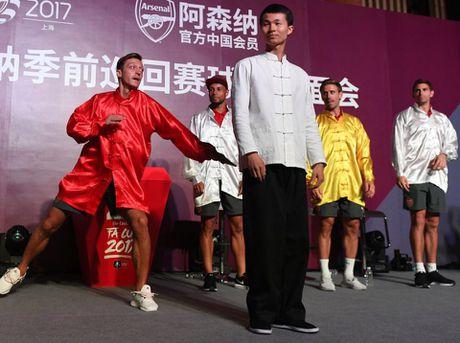 Sao Arsenal mua vo kungfu tren dat Trung Quoc - Anh 3