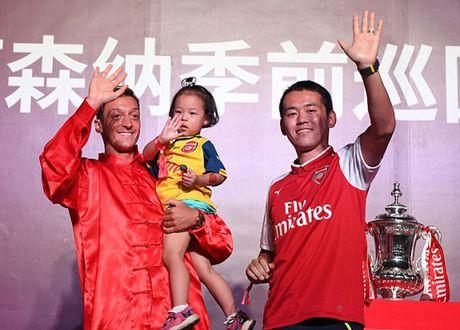 Sao Arsenal mua vo kungfu tren dat Trung Quoc - Anh 7