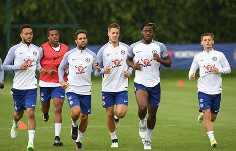 Conte bat luc truoc dam kieu binh, Chelsea ban loan - Anh 2