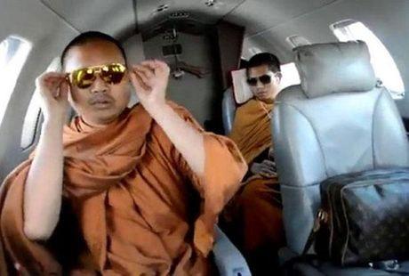 My bat den xanh de Thai Lan dan do nha su 'dai gia' an choi khet tieng ve nuoc - Anh 1