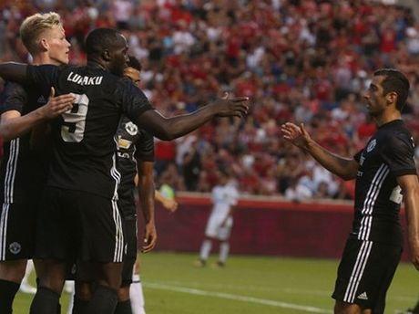 DIEM NHAN Man United 2-1 Salt Lake City: Lukaku can them thoi gian. Pogba sieu 'quy toc' - Anh 1