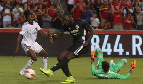 DIEM NHAN Man United 2-1 Salt Lake City: Lukaku can them thoi gian. Pogba sieu 'quy toc' - Anh 2