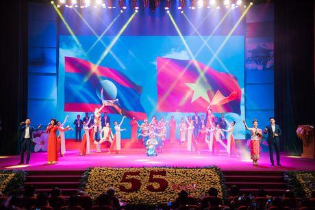 Chum anh: Le ky niem 55 nam quan he Viet Nam - Lao - Anh 11