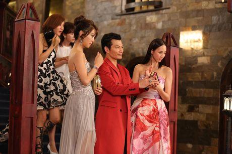 Tran Bao Son duoc dan my nu Trung Quoc vay quanh trong bua tiec xa xi - Anh 10