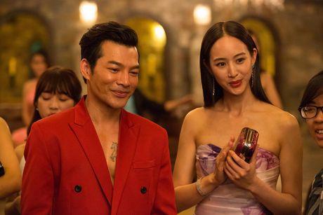 Tran Bao Son duoc dan my nu Trung Quoc vay quanh trong bua tiec xa xi - Anh 3