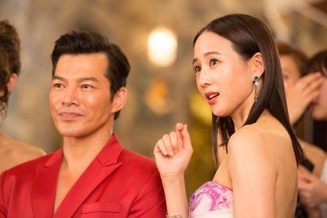 Tran Bao Son duoc dan my nu Trung Quoc vay quanh trong bua tiec xa xi - Anh 7