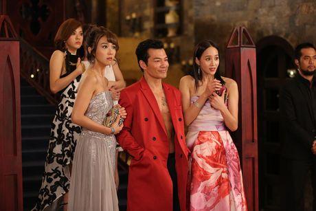 Tran Bao Son duoc dan my nu Trung Quoc vay quanh trong bua tiec xa xi - Anh 9