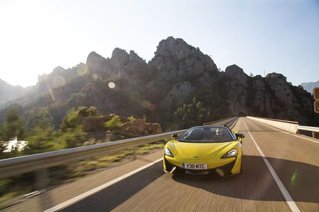 Ve dep thuc te sieu xe mui tran McLaren 570S Spider - Anh 16