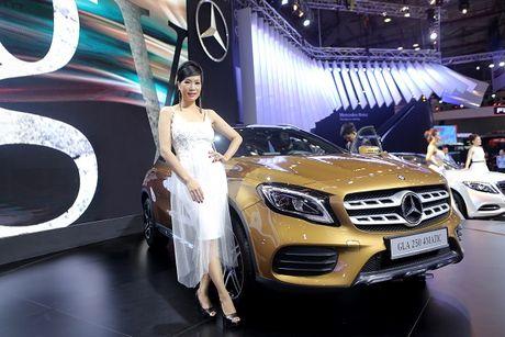 Dan nguoi dep trong gian hang cua Mercedes Benz - Anh 3
