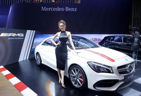 Dan nguoi dep trong gian hang cua Mercedes Benz - Anh 5
