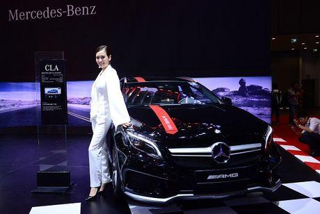 Dan nguoi dep trong gian hang cua Mercedes Benz - Anh 6