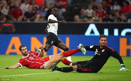 Bayern bi dat trong tinh trang bao dong sau mua He that vong - Anh 2