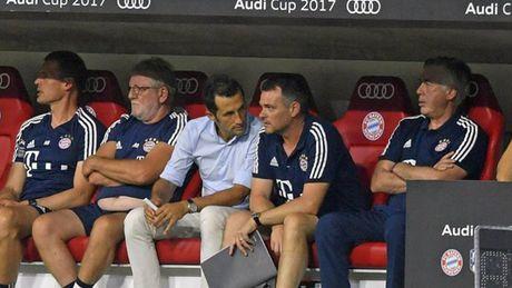 Bayern bi dat trong tinh trang bao dong sau mua He that vong - Anh 5