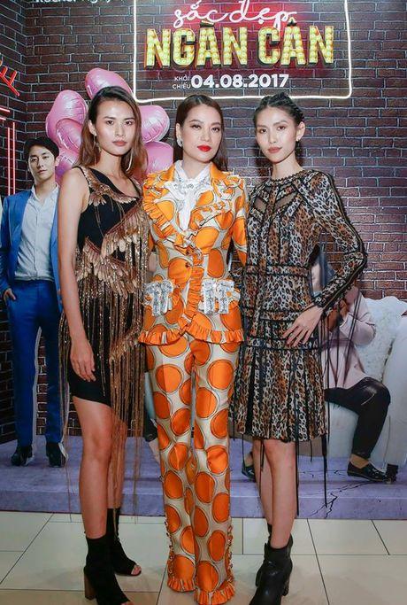 Thuy Duong Next Top Model: 'Phau thuat tham my la cuoc dua khoc liet nhung quyen ru' - Anh 1