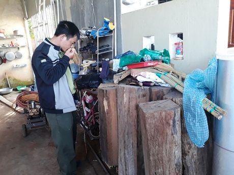 Phat hien go thong do quy hiem trong nha Truong ban quan ly rung - Anh 1