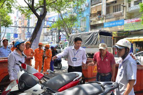Vu Pho chu tich phuong 'mat tich': Lap hoi dong ky luat - Anh 1