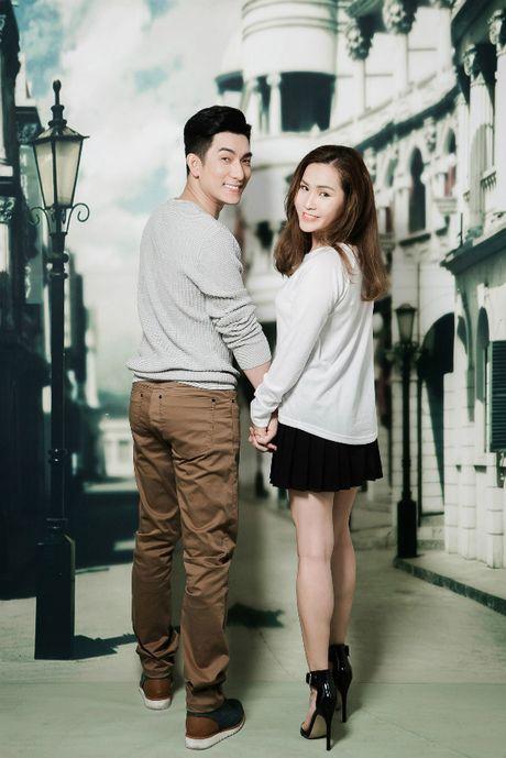 Chong cu Phi Thanh Van hon vo sap cuoi day lang man khi chup anh cuoi - Anh 2