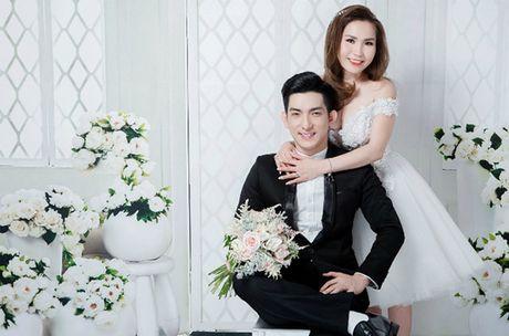 Chong cu Phi Thanh Van hon vo sap cuoi day lang man khi chup anh cuoi - Anh 6