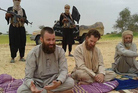 Bat ngo duoc tra tu do sau 6 nam bi al-Qaeda bat coc - Anh 1