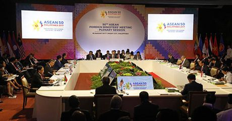 ASEAN thong qua du thao khung bo quy tac ung xu tren Bien Dong - Anh 1