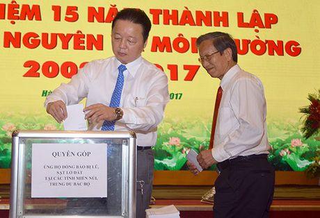 Huy giai golf, lanh dao Bo TN-MT di Yen Bai ho tro dong bao vung lu - Anh 1