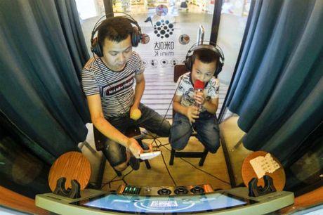 Trao luu buong hat karaoke mini 'can quet' Trung Quoc - Anh 1