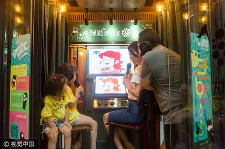Trao luu buong hat karaoke mini 'can quet' Trung Quoc - Anh 3
