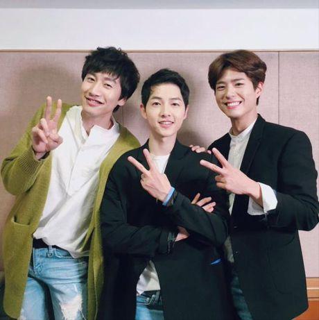 Sap co vo, Song Joong Ki yeu cau ban than Lee Kwang Soo 'tiet che' goi dien cho anh - Anh 2
