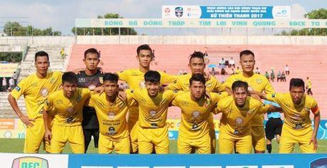 Thang Binh Thuan play-off, Dong Thap 'song sot' o hang Nhat - Anh 1