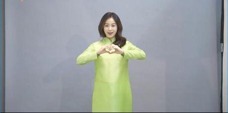 Kim Tae Hee mac ao dai chao fan Viet - Anh 1