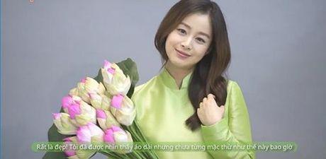 Kim Tae Hee mac ao dai chao fan Viet - Anh 4