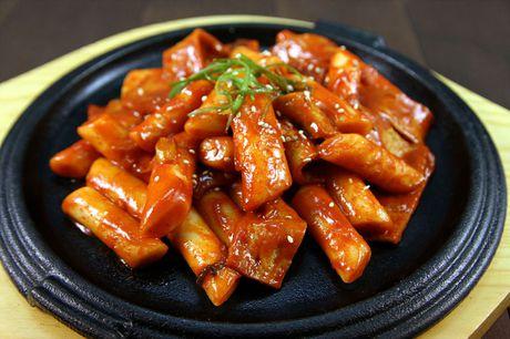 Mon ngon trong tuan: Xoi bat buu, banh su kem, com chien Duong Chau, mam du du - Anh 1