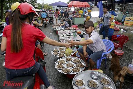 Kham pha khu cho doc nhat tai Sai Gon: Nguoi mua chang lo tra gia, chang mang can thieu, du - Anh 11