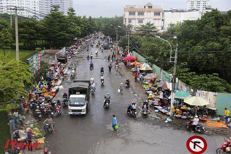 Kham pha khu cho doc nhat tai Sai Gon: Nguoi mua chang lo tra gia, chang mang can thieu, du - Anh 1