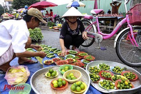 Kham pha khu cho doc nhat tai Sai Gon: Nguoi mua chang lo tra gia, chang mang can thieu, du - Anh 2