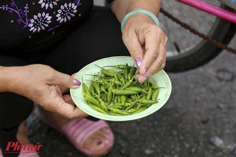 Kham pha khu cho doc nhat tai Sai Gon: Nguoi mua chang lo tra gia, chang mang can thieu, du - Anh 9