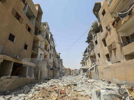 Syria to cao linh My dung photpho trang tan cong thuong dan o Raqqa - Anh 1