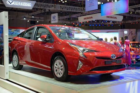 Can canh 'xe xanh' Toyota Prius 2017 o Viet Nam - Anh 1