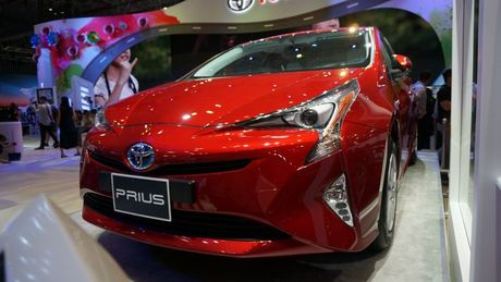Can canh 'xe xanh' Toyota Prius 2017 o Viet Nam - Anh 3