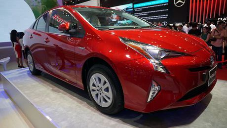 Can canh 'xe xanh' Toyota Prius 2017 o Viet Nam - Anh 6