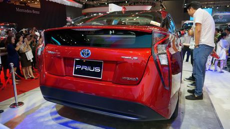 Can canh 'xe xanh' Toyota Prius 2017 o Viet Nam - Anh 7