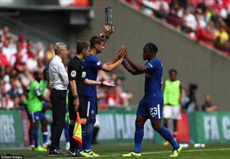 Morata gay hoa, CDV Chelsea yeu cau Conte xin loi va goi Costa tro lai - Anh 2