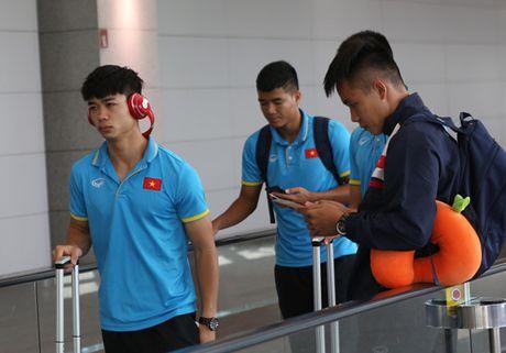 U22 Viet Nam 'hanh xac' den Malaysia tham du SEA Games 29 - Anh 1