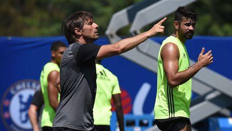 Morata qua te, fan Chelsea xin Conte lam lanh voi Costa - Anh 8